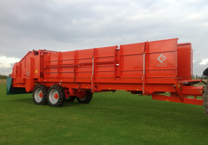 Larrington 9-Bale Carrot Covering Straw Spreader